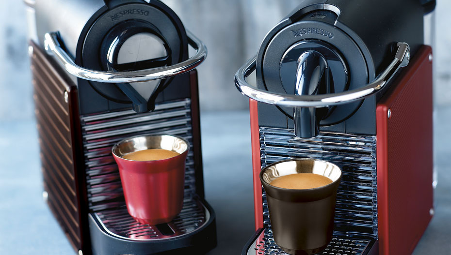 Nespresso s new pixie made of recycled capsules - Tasses pixie nespresso ...