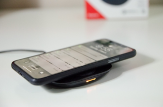 This Wireless Cellphone Charger Is Fast And Sleek